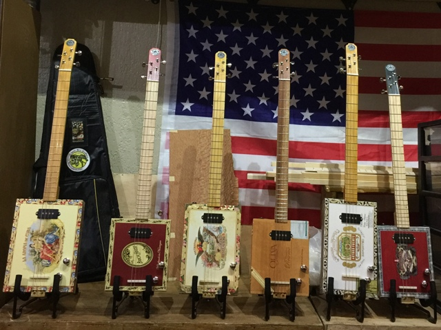 StLouis Cigarbox Guitars et resonateurs la marque française de Blues Guitars France